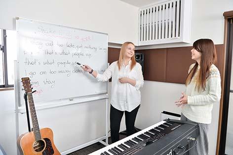 留学経験のある講師がネイティブな発音で指導