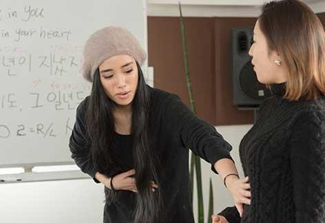 韓国出身のバイリンガル講師がネイティブな発音で指導