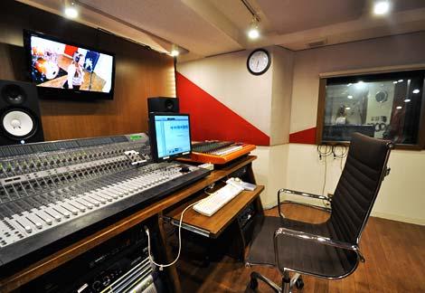 併設のプロ仕様レコーディングスタジオが利用可能!